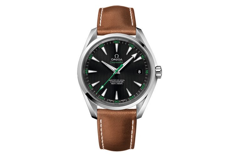 Drawing the inspiration from golf event, this black dial replica Omega watch features the delicate dial design, with a little green color decoration, reminding of the green pitch.