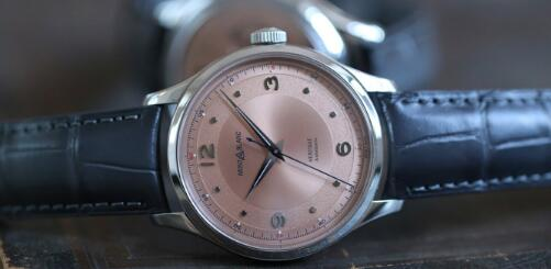 The salmon dial Montblanc model has drawn much attention from the media and watch lovers.