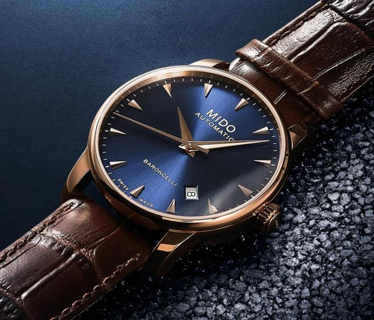 The brown leather strap adds the gentle temperament to the model.