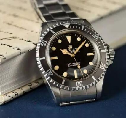 The antique Rolex Submariner is very worthful and expensive.
