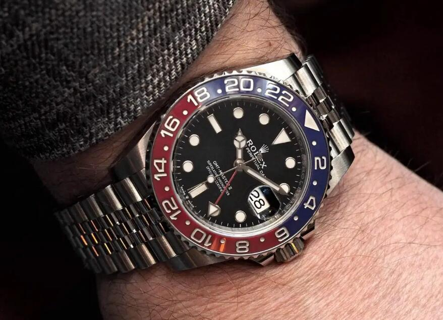Swiss fake Rolex watches offer red and black bezels.