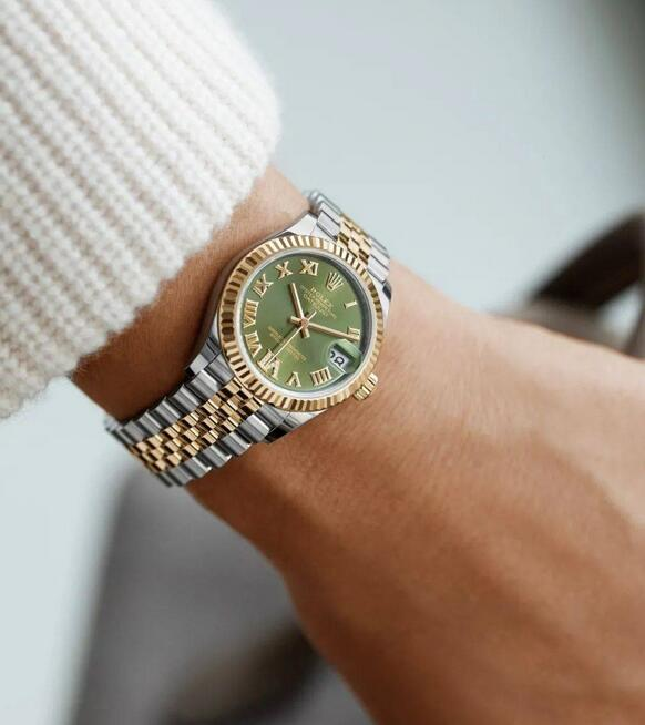 Best replica watches have very proper size for ladies.
