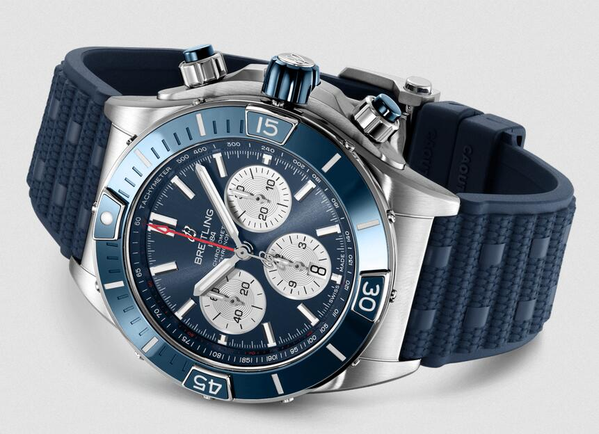 Top fake watches keep quality with steel material.